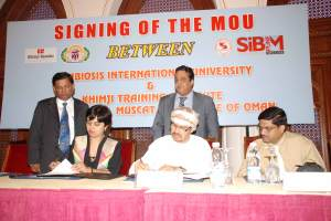 Mr. Pankaj Khimji, Diretcor, Khimji Ramdas and Dr. Vidya Yeravdekar, Principal – Director, Symbiosis signing the MoU between KTI and SIBM, Pune at Al-Bustan Palace Hotel on 27May09
