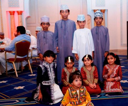 KR family Kids in their Omani costumes_أطفال عائلة كيمجي رامداس بلباسهم العماني التقليدي